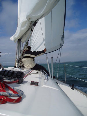 sailing a yacht isle of wight, learn to sail